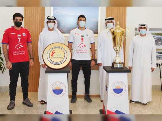 مطار ونادي الشارقة الرياضي يجددان شراكتهما لرعاية فريق كرة اليد