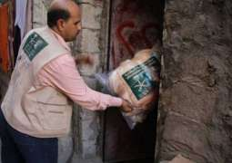 مركز الملك سلمان للإغاثة يوزع 225 حقيبة شتوية في مديرية المظفر بتعز