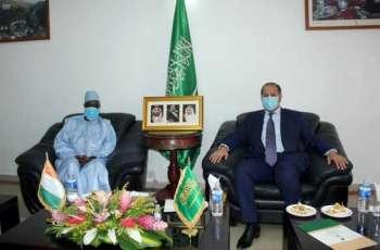 سفير المملكة لدى كوت ديفوار يلتقي رئيس المجلس الأعلى للأئمة الايفواري