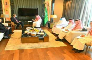 وزیر خارجیة باکستان شاہ محمود قریشي یلتقی مع نظیرہ السعودي خلال اجتماع منظمة التعاون الاسلامي بجمھوریة النیجر