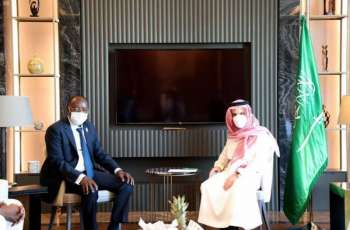سمو الأمير فيصل بن فرحان يلتقي وزير خارجية بنين