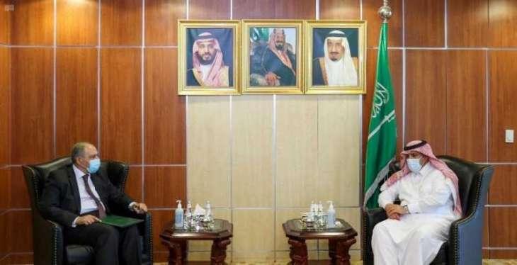 السفير آل جابر يلتقي بسفير مصر لدى المملكة