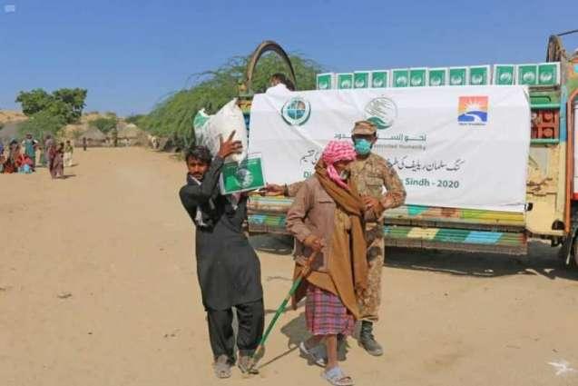مركز الملك سلمان للإغاثة يوزع أكثر من 167 طنًا من المواد الغذائية للمتضررين من السيول في باكستان
