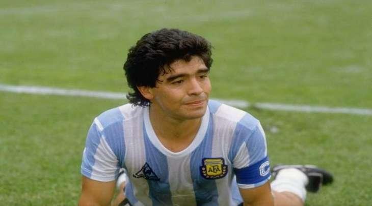 وفاة لاعب الکرة القدم الأرجنتیني دییغو مارادونا عن عمر ناھز 60 عاما