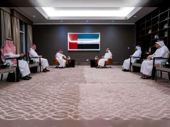 عبدالله بن زايد يستقبل نائب وزير خارجية السعودية