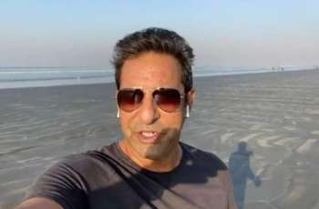 Wasim Akram is happy over clean-beach of Karachi