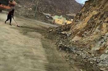 بلدية ظهران الجنوب تكثف أعمال الإزالة لمخلفات الأمطار