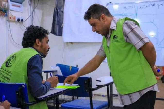 مركز الملك سلمان للإغاثة يواصل تنفيذ مشروع مهارتي بيدي - 2 لتحسين سبل العيش للأيتام بمأرب