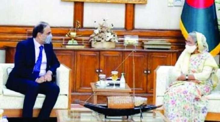 رئیسة وزراء بنغلادیش حسینة واجد تستقبل المفوض السامي لجمھوریة باکستان