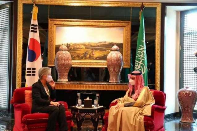 سمو الأمير فيصل بن فرحان يلتقي وزيرة الخارجية الكورية