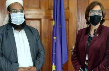 سفیر الاتحاد الأوروبي لدی اسلام آباد تلتقي رئیس مجلس علماء باکستان الشیخ طاھر محمود الأشرفي