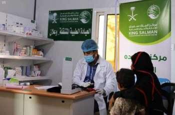 العيادات الطبية المتنقلة لمركز الملك سلمان للإغاثة في مخيم وعلان تواصل تقديم خِدْماتها العلاجية