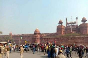 Clashes with police intensify as farmers enter Red Fort of Dehli