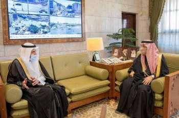 سمو الأمير فيصل بن بندر يستقبل وزير الصحة