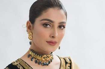 Ayeza Khan stuns fans with new picture