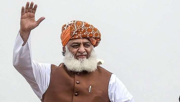 Maulana Fazl says opposition is fighting a decisive war