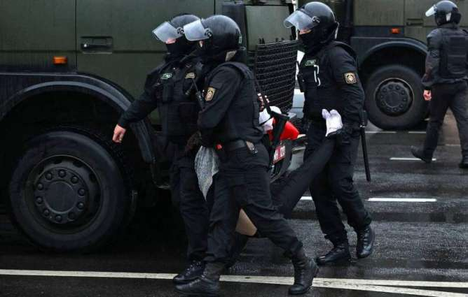 Belarusian Police Place 13 Protesters in Temporary Detention Center in Minsk