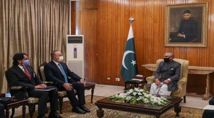 رئیس باکستان الدکتور عارف علوي یستقبل وزیر خارجیة ترکیا خلال زیارتہ لبلادہ