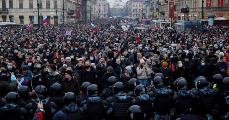 Thousands Gather for Opposition Protest Close to Kremlin