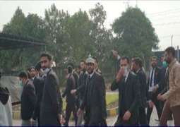Lawyers stage violent protest over demolition of chambers in Islamabad