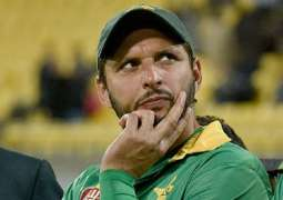 Shahid Afridi questions ICC for barring umpires from holding bowlers' caps