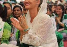 Shaniera Akram urges people to wear masks in parties
