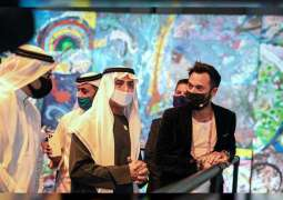 نهيان بن مبارك يزيح الستار عن أكبر لوحة فنية على القماش في العالم