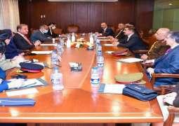 وزیر الدفاع العراقي یلتقی مع وزیر الخارجیة و وزیرة الانتاج الدفاعي خلال زیارتہ للباکستان