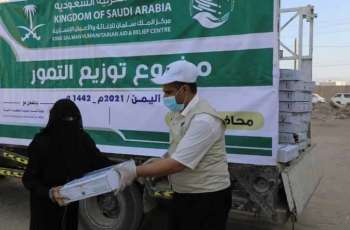 مركز الملك سلمان للإغاثة يوزع 3,000 كرتون من التمور في مديرية الوادي بمحافظة مأرب