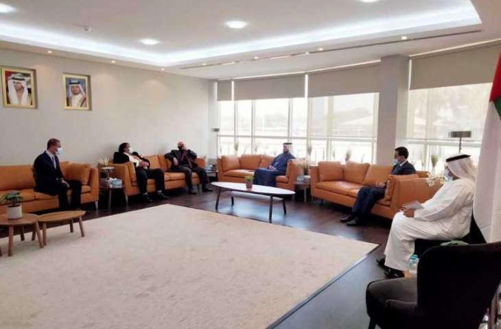 وفدان من الأردن والأمم المتحدة يطلعان على مجالات التدريب بمعهد دبي القضائي