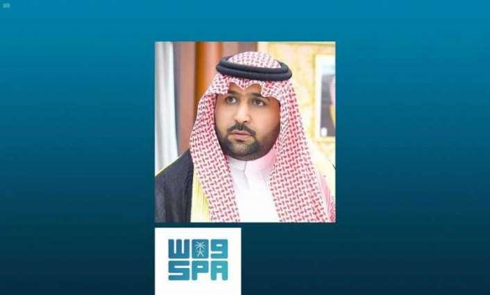 سمو الأمير محمد بن عبدالعزيز يطمئن على صحة شيخ شمل قبائل آل خالد