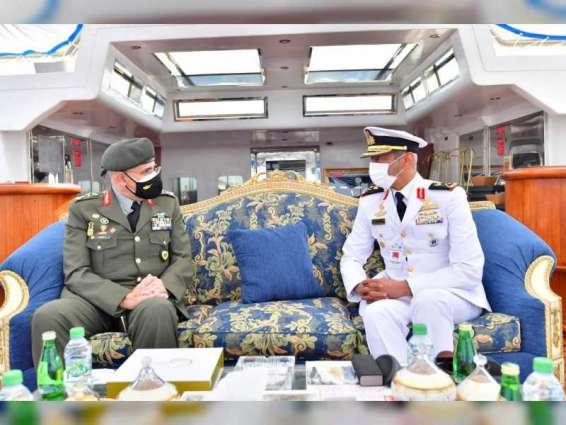 قائد القوات البحرية يلتقي عددا من ضيوف آيدكس 2021