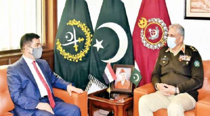 رئیس أرکان الجیش الباکستاني یستقبل وزیر الدفاع العراقي جمعة عناد سعدون خلال زیارتہ للباکستان