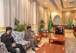سمو أمير الجوف يقلد مدير إدارة الدوريات الأمنية بالمنطقة رتبته الجديدة