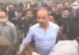 PTI workers, PML-N leaders come in conflict with each other outside parliament ahead of PM's trust vote