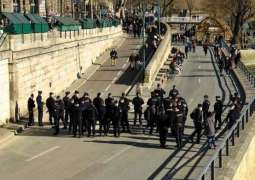 Paris Police Evacuate People on Banks of Seine for Non-Compliance With COVID-19 Measures