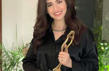 Sana Javed wins best actress Award