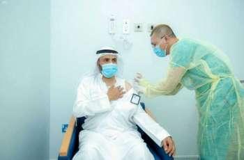 رئيس جامعة القصيم يدشن مركز التحصين ضد فيروس كورونا بالمستشفى الجامعي بالمدينة الطبية
