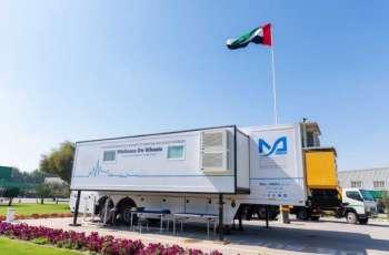 """جامعة محمد بن راشد للطب تسير عيادات متنقلة في دبي لتقديم لقاحات """"كوفيد-19"""""""