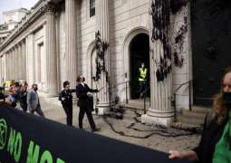 Climate Activists Spray Fake Oil on Bank of England as Part of 'Global Money Rebellion'