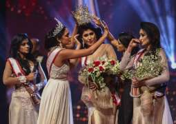 Winner of Mrs Sri Lanka receives head injuries after removal of crown