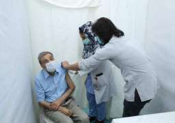 Leading Pakistani broadcaster actor and director Zia Mohi-ud-Din and senior actor Talat Hussain received second dose of Coronavirus vaccine from the Arts Council of Pakistan Karachi