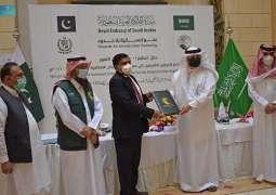 مركز الملك سلمان للإغاثة يسلم 100 طن من التمور هدية المملكة لجمهورية باكستان الإسلامية