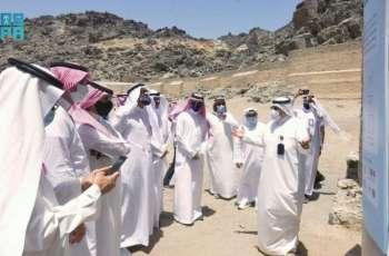 اللجنة التنفيذية لمسار المواقع التاريخية الإسلامية والمتاحف تقف على المواقع الأثرية المكية