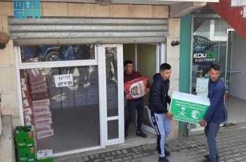 مركز الملك سلمان للإغاثة يوزع سلالاً غذائية في محافظتي ليبراشد ولوشنيا بجمهورية ألبانيا