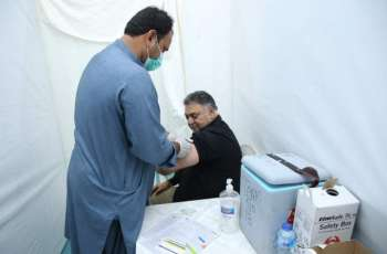 Renowned intellectual Anwer Maqsood, veteran actor Javed Sheikh and others got their 2nd dose of vaccination at the vaccination center of Arts Council of Pakistan Karachi