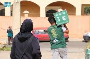 مركز الملك سلمان للإغاثة يواصل توزيع السلال الغذائية الرمضانية للاجئين السوريين والفلسطينيين والأسر اللبنانية الأشد حاجة في لبنان
