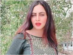 Bollywood star Arshi Khan contracts COVID-19