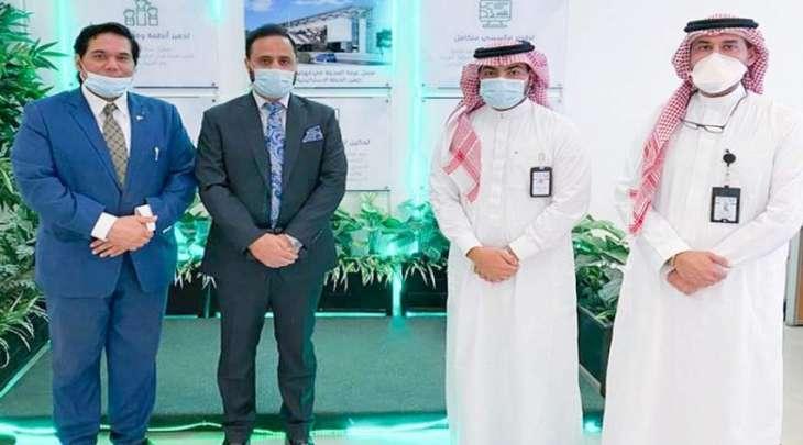 الأمین العام لغرفة المدینة المنورة عبداللہ أبوالنصر یستقبل وفدا من قنصلیة باکستانیة بجدة