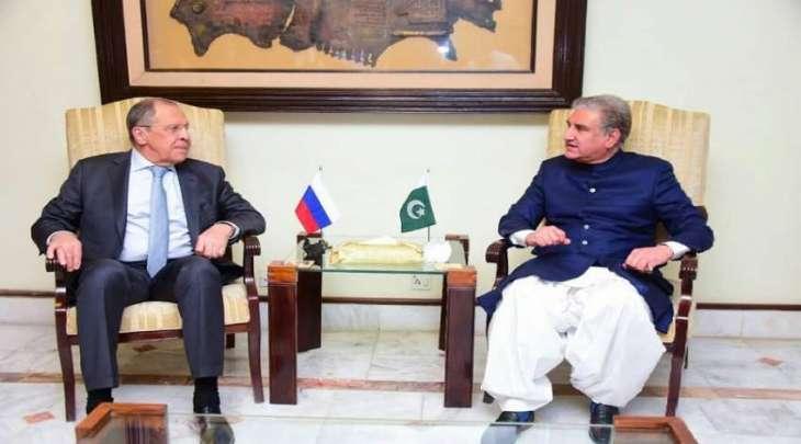 وزیرالخارجیة شاہ محمود قریشي یستقبل نظیرہ الروسي خلال زیارتہ لباکستان
